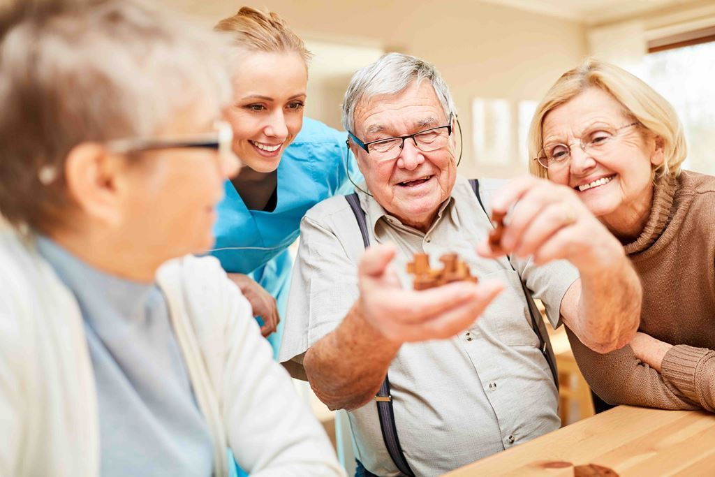 bigstock-Group-of-seniors-with-dementia-298516801